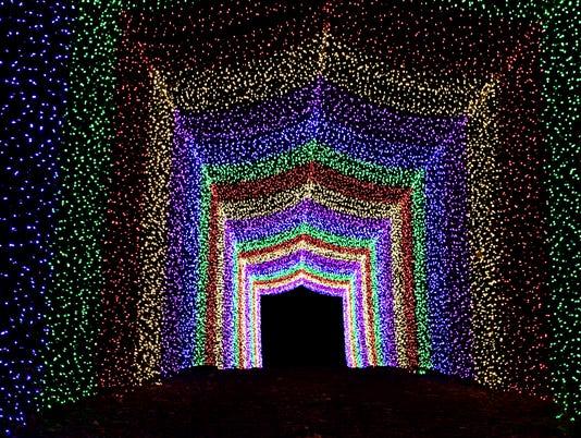 636457492357637534-lights2.jpg
