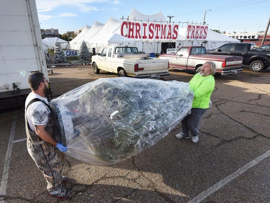 636469441246776718-TCLBrd-12-03-2015-ClarionLedger-1-A003--2015-12-02-IMG-TCL-Christmas-tree-s-1-1-5DCOE11Q-L720896703-IMG-TCL-Christmas-tree-s-1-1-5DCOE11Q.jpg