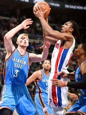 Pistons' Ish Smith scores over the Thunder's Domantas Sabonis in the first quarter.