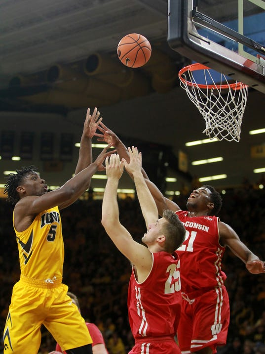 636523350557314561-180123-01-Iowa-vs-Wisconsin-mens-basketball-ds.jpg