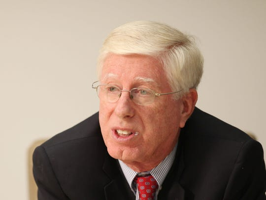 Tom Miller, Iowa Attorney General, meets with Des Moines