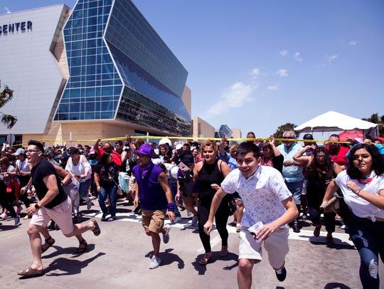 Fiesta de la Flor fans rush into the festival grounds