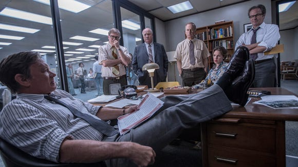 Ben Bradlee (Tom Hanks, at desk) rallies his crew for