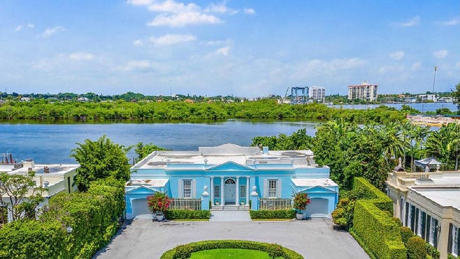 On and off the market since 2004, a Palm Beach Regency-style house at 500 Regents Park has sold for $7.5 million, the price recorded with the deed.