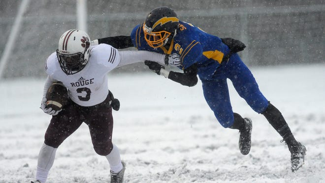 River Rouge's Lenell Martin breaks away from Ida's Noah Sampson during River Rouge's semifinal win Saturday.