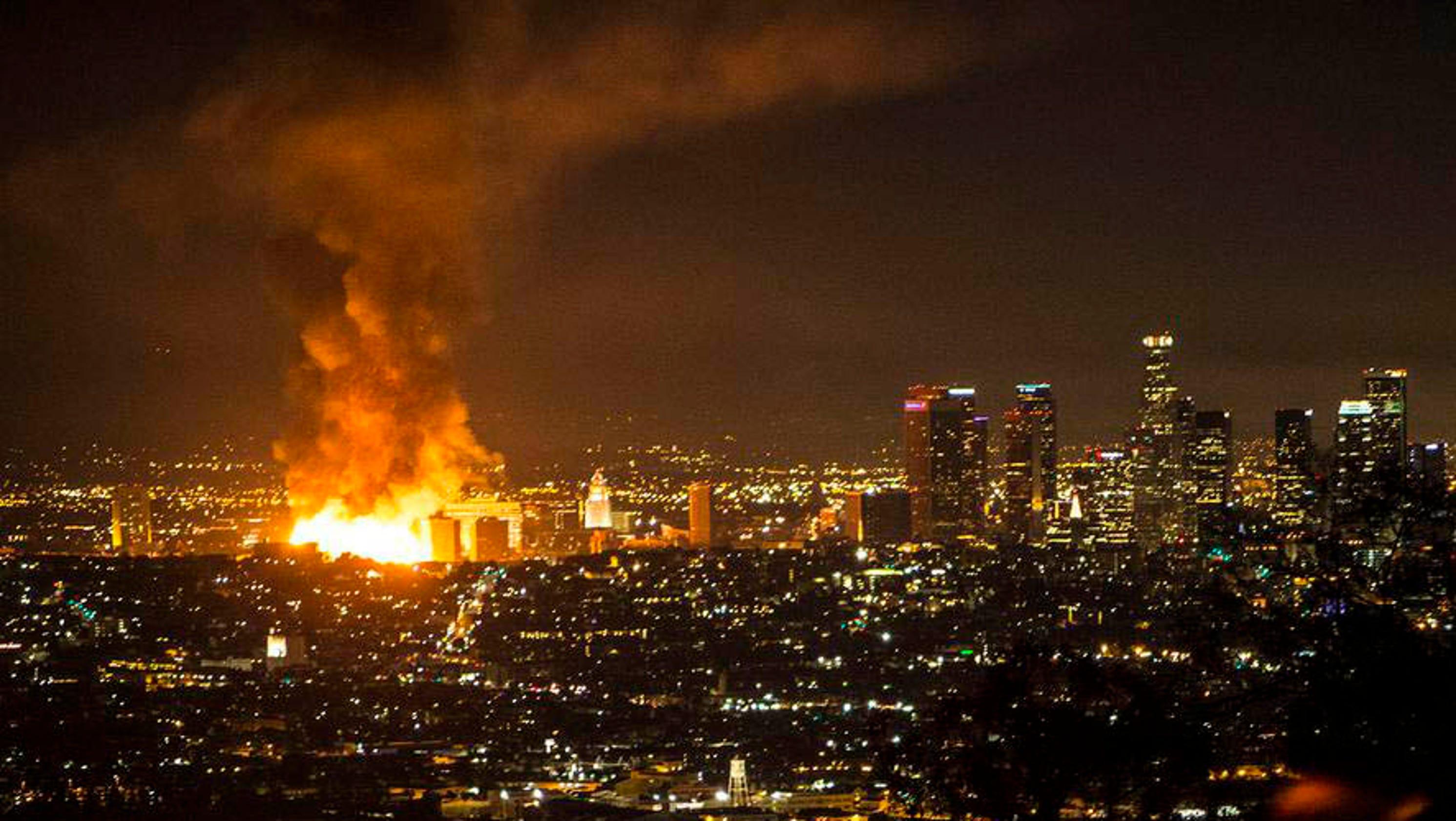 Huge Fire Lights Up Los Angeles Sky