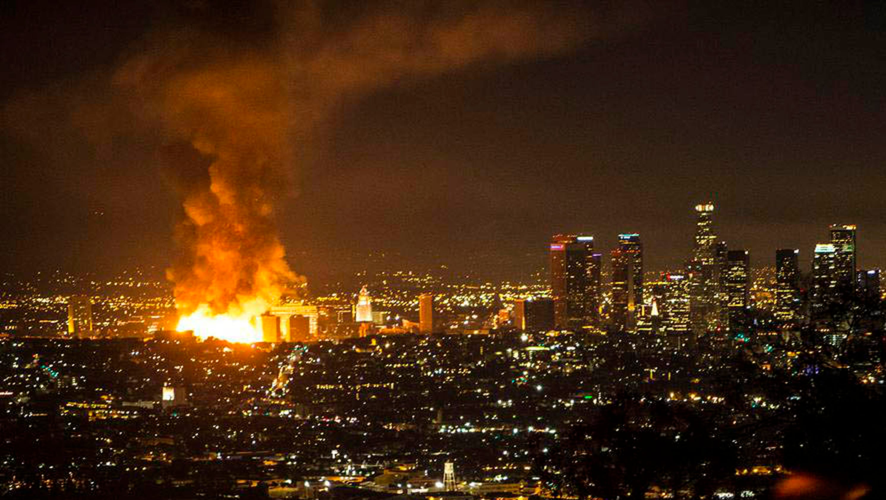 Huge fire lights up los angeles sky for In the city of la
