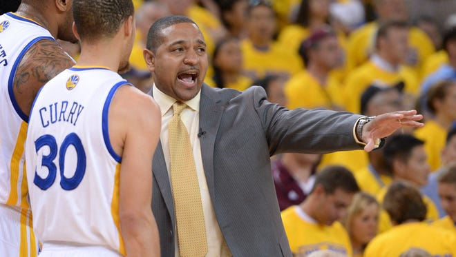 Mark Jackson talks to Stephen Curry during Game 6.