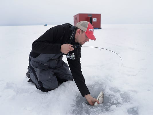 636235253301075008-02-020717-ICE-FISHING-JM-0713.jpg