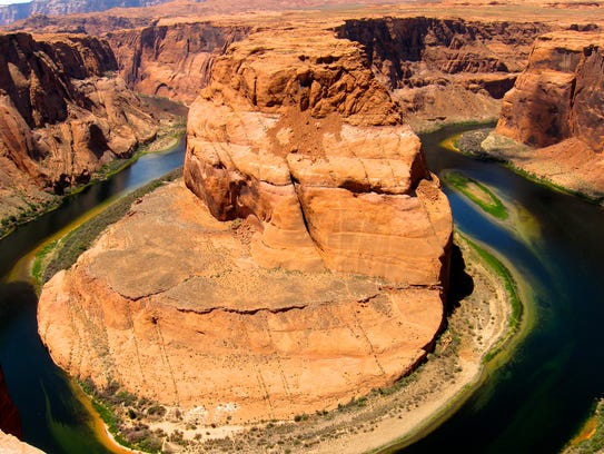 A short hike leads to the Horseshoe Bend Overlook south