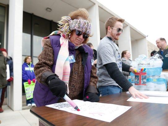 Fond du Lac City Council candidate Donna Richards makes