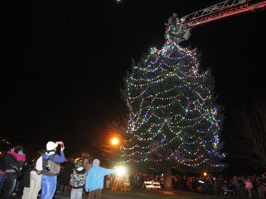 Riverfront Tree Lighting Ceremony: Enjoy music from