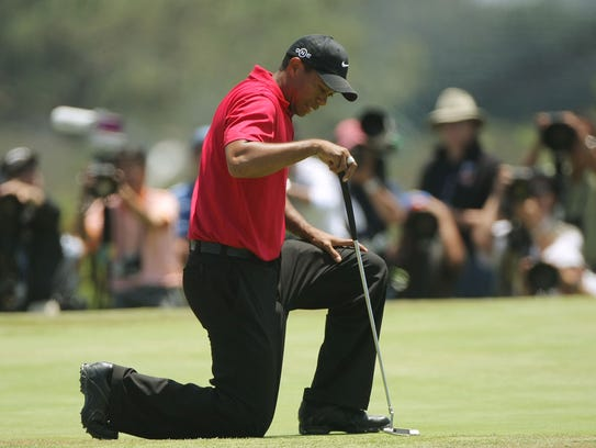 Tiger Woods reacts to missing his birdie putt on the