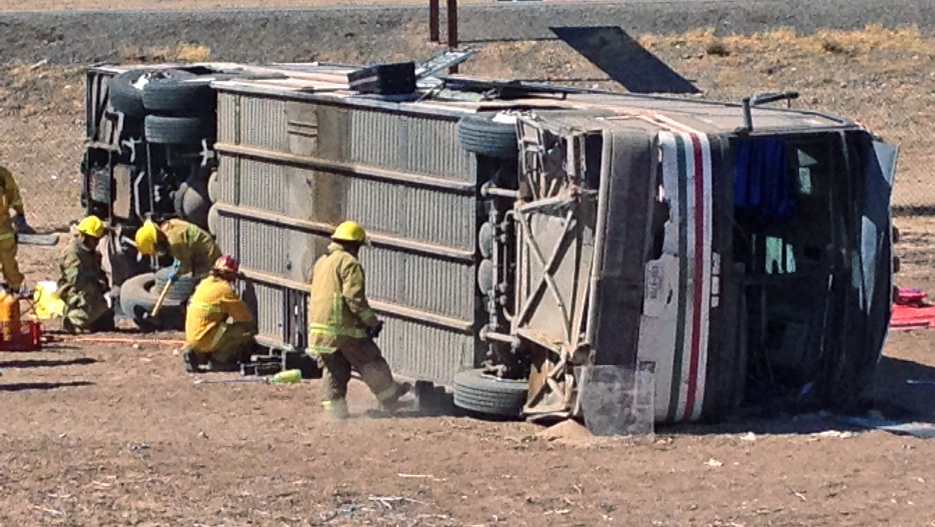 4 killed in truck bus accident near ariz border. Black Bedroom Furniture Sets. Home Design Ideas