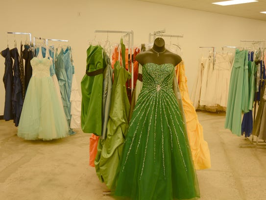 Getting married brides score bargains at mesa goodwill for Places to buy wedding dresses near me