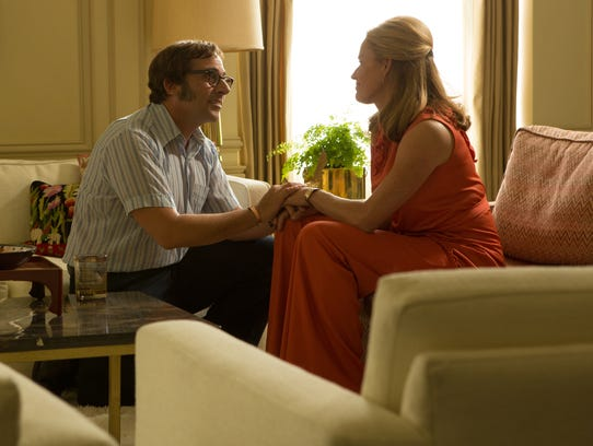 Bobby Riggs (Steve Carell) speaks with his wife (Elisabeth