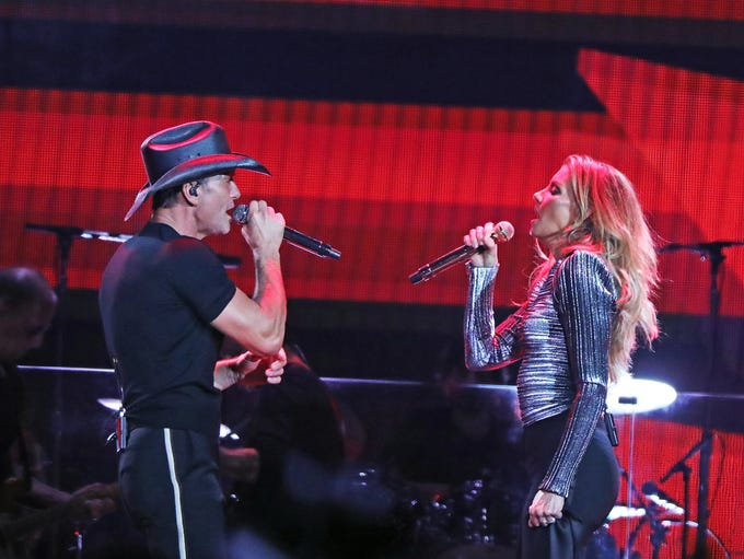 Tim McGraw and Faith Hill perform during the Soul2Soul