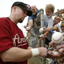 Jeff Bagwell, Tim Raines, Ivan Rodriguez elected to Baseball Hall of Fame