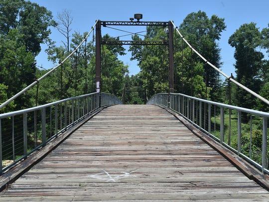 Byram S Romantic Dates Putting Love Locks On Swinging Bridge