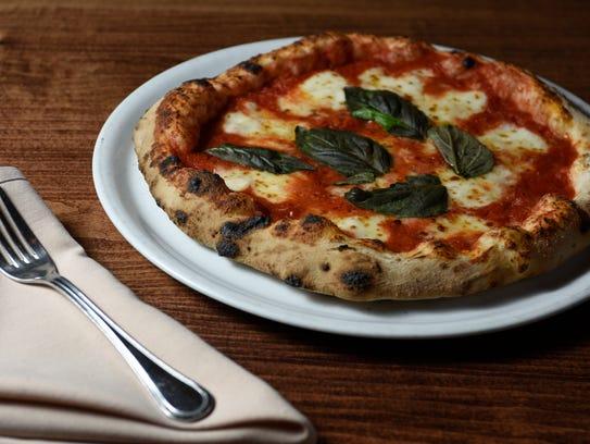 Aquila Pizza al Forno.  Margherita pizza.