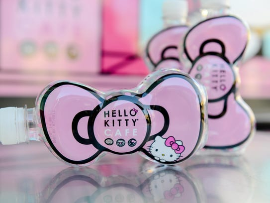 Hello Kitty bow-shaped water bottle