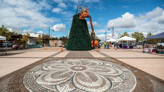 Las Cruces city workers prepare the annual Christmas tree at the Plaza de Las Cruces. November 8, 2017