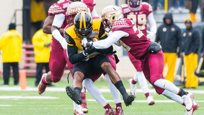 Florida State defenders take down a Southern Mississippi offensive lineman during the first quarter.