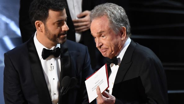 Warren Beatty explains to the audience how he had the
