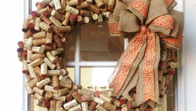 With a collection of wine corks and some patience you can make this wreath.