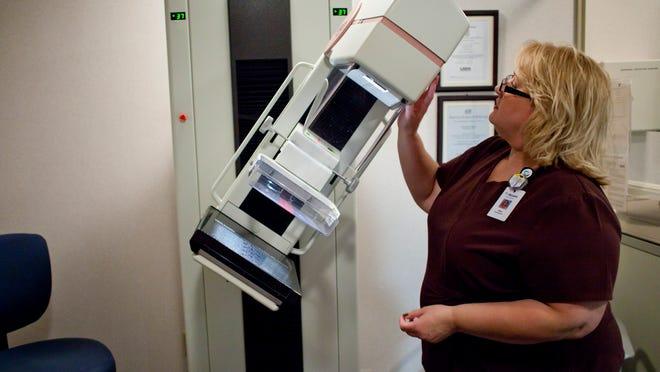 Ellen Hinson explains how a digital mammography unit works.