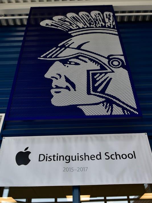 CPO-MWD-052616-CMS-apple-school-1.jpg