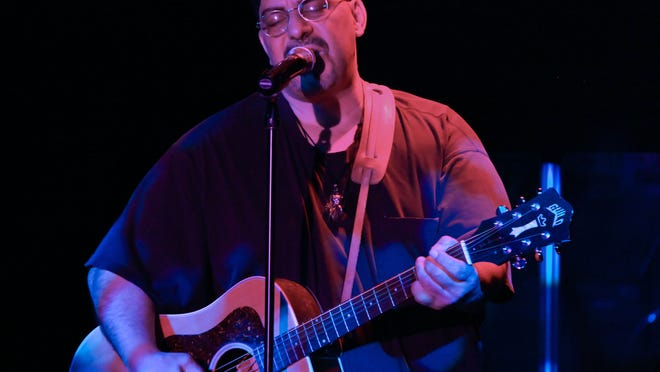 Pat DiNizio of The Smithereens.