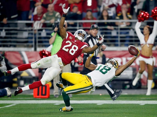 Green Bay Packers wide receiver Randall Cobb (18) makes a one-handed catch but has it called back on a penalty as Arizona Cardinals cornerback Justin Bethel (28) defends during the first half of an NFL divisional playoff football game, Saturday, Jan. 16, 2016, in Glendale, Ariz. Cobb left the game injured after the catch. (AP Photo/Rick Scuteri)