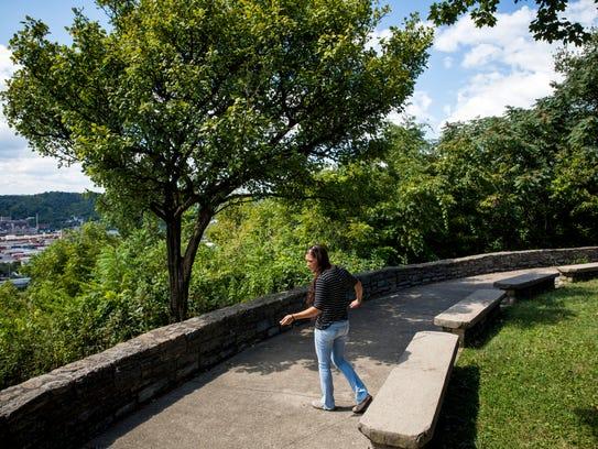 Researcher Kimberly Wyatt catches wall lizards at Fairview