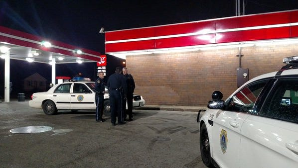 Des Moines police respond to a robbery at Git-N-Go on March 23, 2016.