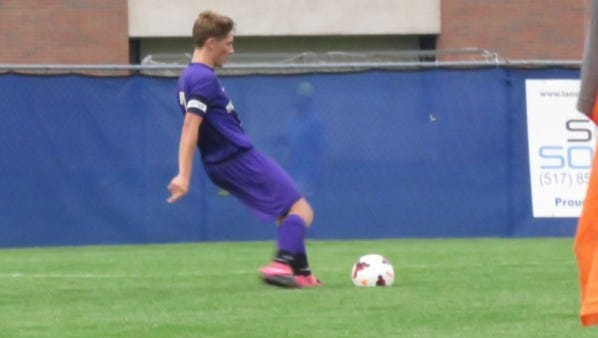 Fowlerville's  Bailey Edwards scored twice to help the Glads defeat  Clio and advance to the district finals on Friday night.