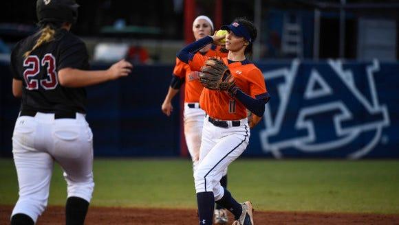 Casey McCrackin (11). Auburn softball vs Wallace State