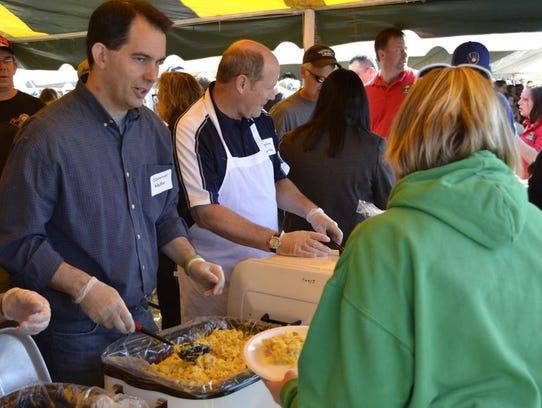 Wisconsin Gov. Scott Walker serves scrambled eggs with