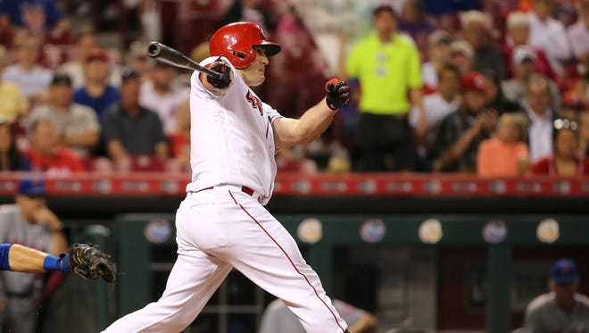 Cincinnati Reds right fielder Scott Schebler (43) hits an RBI single in the fifth inning during the game between the New York Mets and the Cincinnati Reds on Tuesday, Aug. 29 at Great American Ball Park.