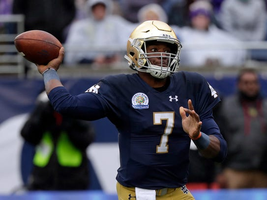 Notre Dame quarterback Brandon Wimbush (7) throws a