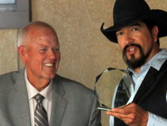 Columbus Mayor Phillip Skinner, left handed an award