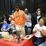 Keondre Wudtee signed with Oklahoma State Wednesday morning.
