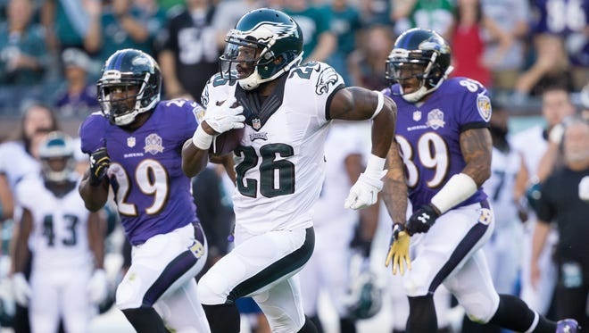 Aug 22, 2015; Philadelphia, PA, USA; Philadelphia Eagles defensive back Walter Thurmond (26) runs with the ball after an interception against the Baltimore Ravens during the first quarter at Lincoln Financial Field. Mandatory Credit: Bill Streicher-USA TODAY Sports