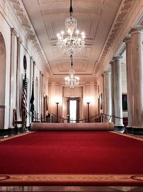 White House tourists can now take photos
