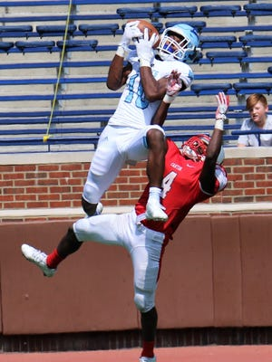 Muskegon Mona Shores wide receiver Damari Roberson (10) has verbally committed to Western Michigan University.