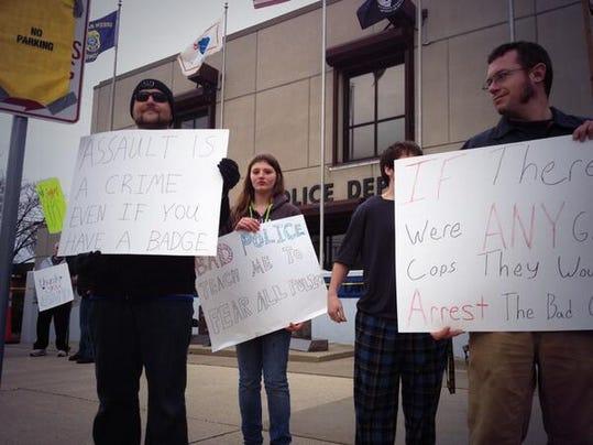 -GPGBrd_05-03-2014_Gazette_1_A001~~2014~05~02~IMG_-Protest.jpg_1_1_M7789J9C_.jpg