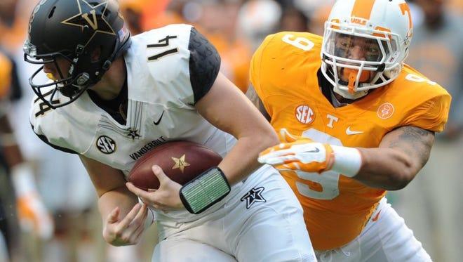 Tennessee defensive end Derek Barnett (9) chases down Vanderbilt quarterback Kyle Shurmur (14) during the first half at Neyland Stadium in Knoxville, Tenn. on Saturday, Nov. 28, 2015.