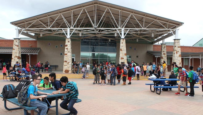 Sixth graders hang around the courtyard in front of the cafeteria at Lincoln Middle School during lunch on the first day of school Monday, Aug. 22, 2016.