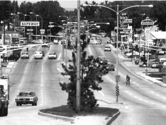 South College Avenue, facing north near Rutgers Avenue, is pictured before a city sign law passed in 1977 restricted how businesses in Fort Collins can advertise their presence.