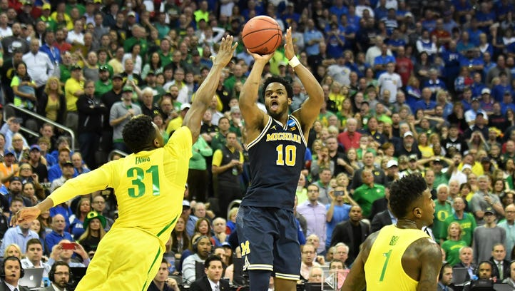 Derrick Walton Jr., defended by Oregon's Dylan Ennis, missed the final shot in Michigan's 69-68 loss Thursday night, but he scored 20.